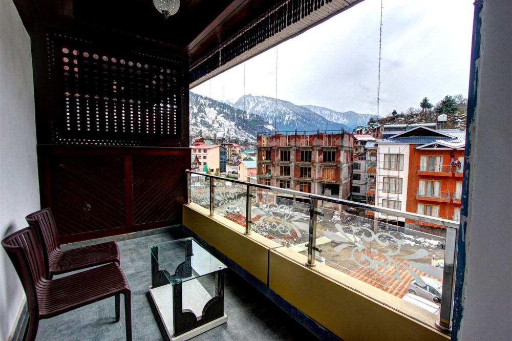 4 star hotel the moniker resort manali for Health spa vacation packages